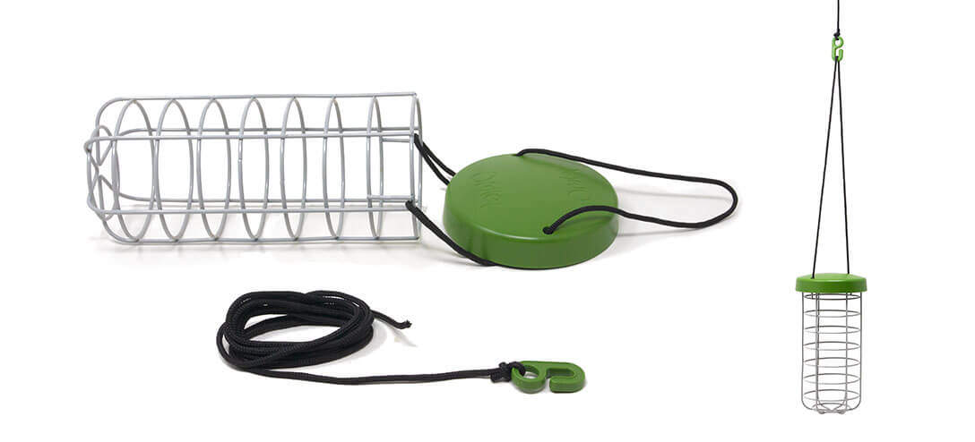 Made from heavy duty welded steel, the Caddi Guinea Pig Feeder is both strong and durable. It features a waterproof rain cap and adjustable nylon string which means it can be hung anywhere