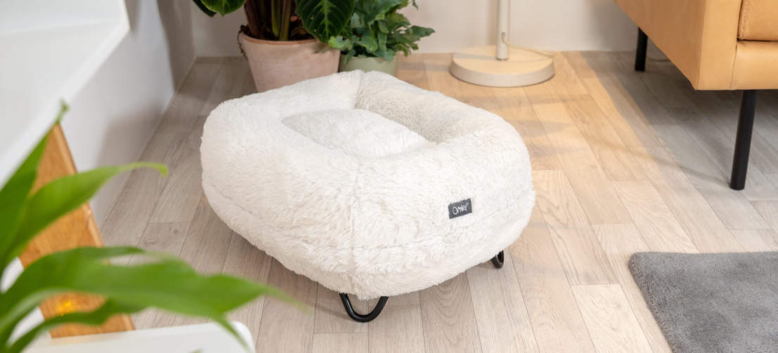 The Snowball White donut cat bed, raised with stylish black hairpin feet looks sleek and sophisticated in any room.