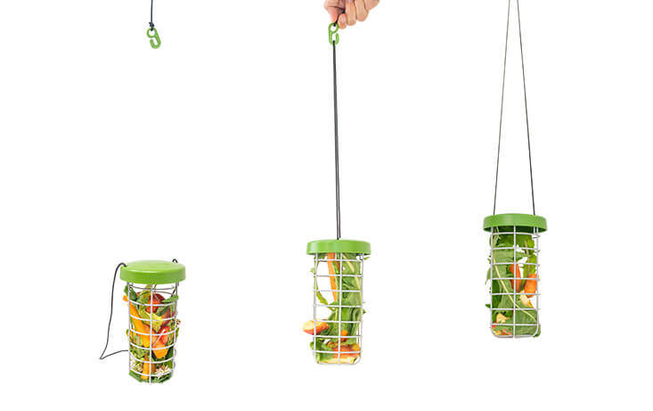 The adjustable nylon string and plastic hook means the Caddi can be hung almost anywhere. Cleaning and refilling the feeder is also a breeze!