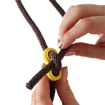 Installing and adjusting a Chicken Swing rope buckle