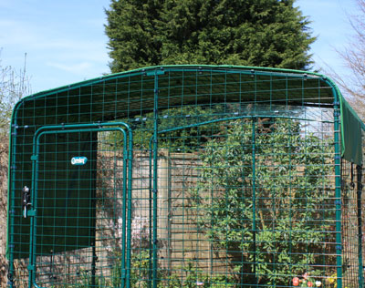 Your bunnies will be sheltered in their enclosure with a Heavy Duty Roof Cover.