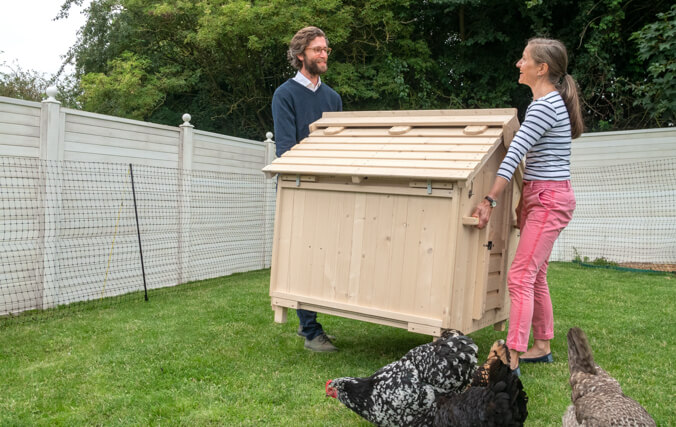 Thanks to the clear instruction manual and the step-by-step 'How to build'-video, assembling your coop will be a breeze.